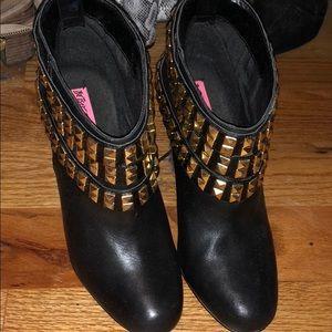 Cute booties!!